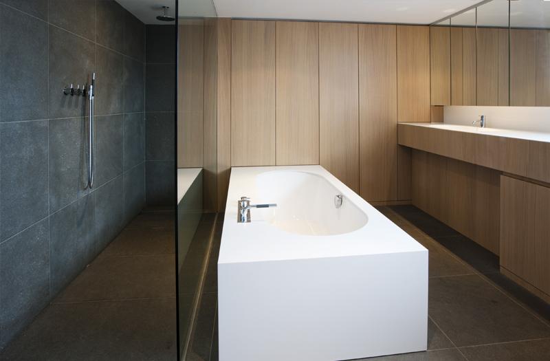 Design Trekker Badkamer : Maatwerk maes boons badkamer strak kasten op maat kastenwand