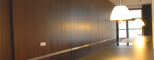 maatwerk, maes boons,keuken, strak, kasten op maat, vloer tot plafond, kastenwand, kast, legplanken, opberging, berging, hout, fineer, verdoken handgreep, ingewerkte greep, inbouw toestellen, zwart, bruin, inox, rvs, eiland, verstek, open, nis, verdoken toestellen, led verlichting, indirecte verlichting, wenge